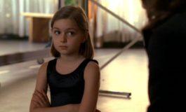 Девочка с завитком – фото момента из 7 серии 2 сезона сериала Кости